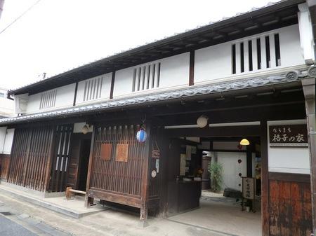 072格子の家1.JPG
